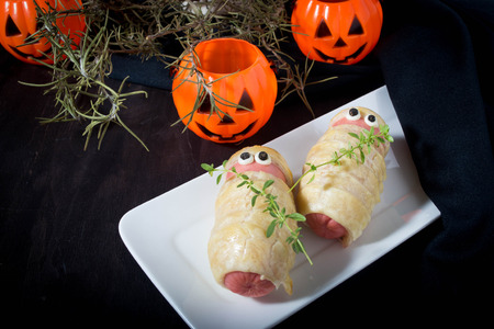 treat like a dog: Halloween sausage in the dough decorated to look like mummies