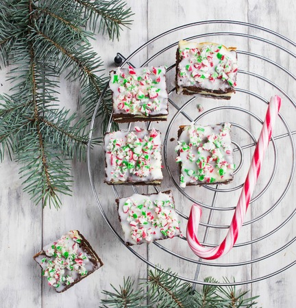 Christmas cake brownies with chocolate, cream cheese and candy cane 스톡 콘텐츠