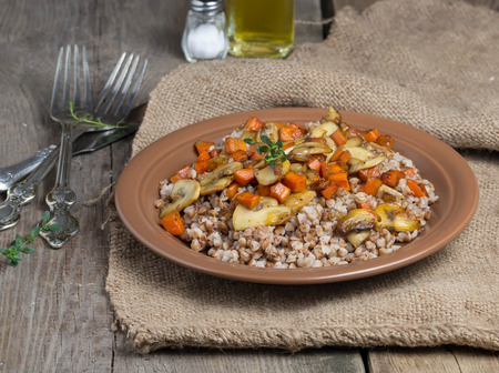 braised mushrooms: Buckwheat with braised mushrooms and carrots