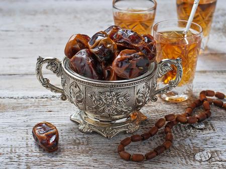 Traditionele Arabische thee en droge data. selectieve aandacht