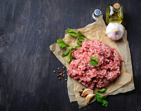 minced beef: Raw minced meat with olive oil and garlic. Selective focus