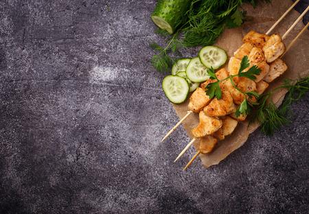 Kip Shish Kebabs Met Groene Salade. Selectieve focus