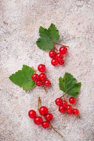 Ripe red currant berries and leaves on light background Stock fotó