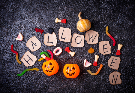 Creative Halloween background with sweet treats. Top view Banque d'images