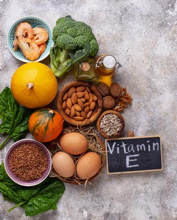Surtido de fuentes alimenticias de vitamina E Foto de archivo
