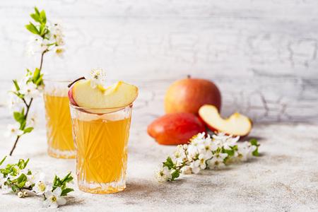 Glasses with fresh apple juice or cider on light background Banque d'images