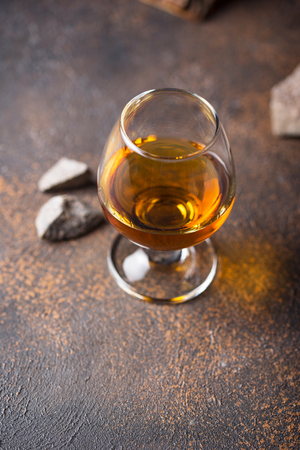 Glass of cognac or whiskey. Strong alcoholic drink Imagens - 122767639