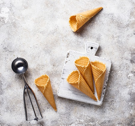 Scoop and empty waffle cones for ice cream Imagens