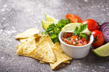 Traditional mexican tomato salsa sauce and corn chips nachos Imagens