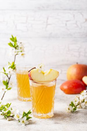Glasses with fresh apple juice or cider on light background Imagens