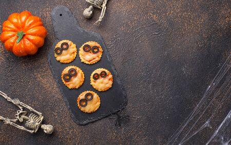 Halloween scary mini pizza decorated like mummies Stok Fotoğraf