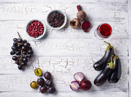 Collection of purple food. Fruits, vegetables, beans and wine Archivio Fotografico - 127749341
