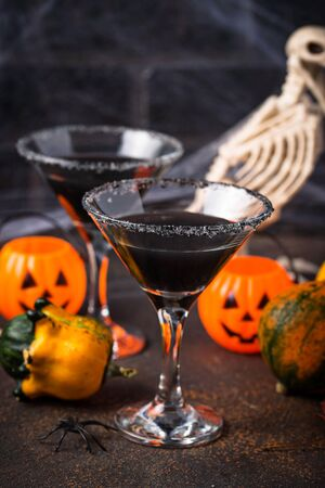Halloweens spooky drink for party black martini cocktail 스톡 콘텐츠 - 129074615