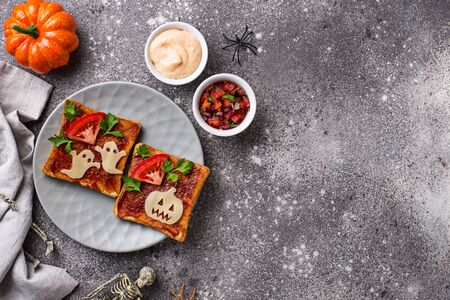 Halloween sandwiches toasts with ghost and pumpkin Zdjęcie Seryjne