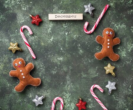Christmas background with felt gingerbread men Zdjęcie Seryjne