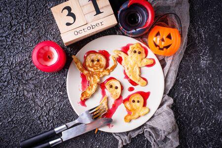 Halloween creative treat ghost pancakes