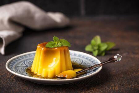 Flan oder Creme Caramel, traditionelles spanisches Dessert