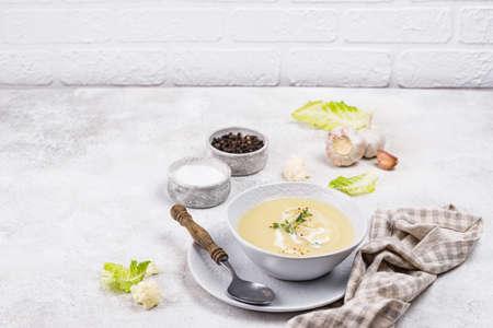Healthy vegan cauliflower cream soup Banque d'images
