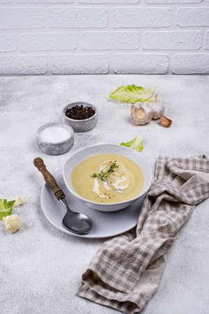Healthy vegan cauliflower cream soup. Diet food Banque d'images
