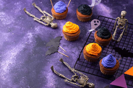 Halloween cupcakes with color cream
