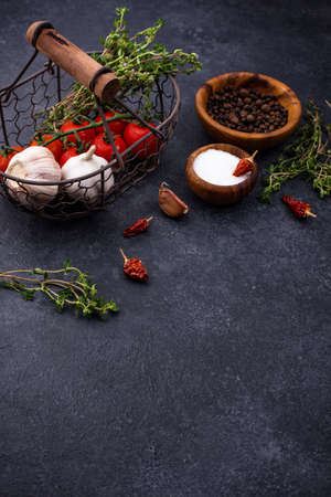 Tomatoes, thyme, garlic and spices Imagens