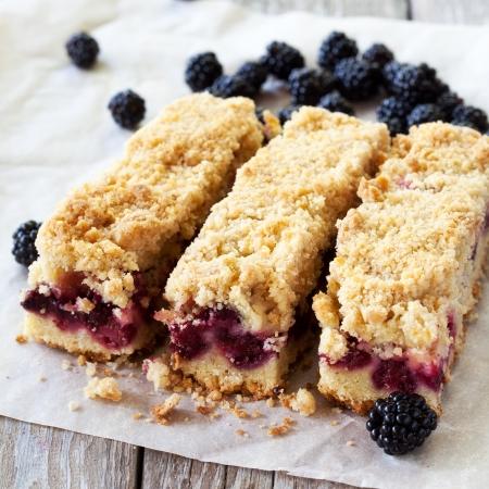 blackberry: Blackberry pie bars