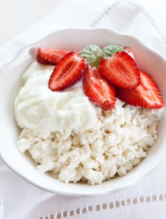 Cottage cheese and strawberries Zdjęcie Seryjne