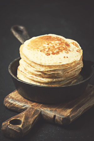 Pancakes in a cast iron skillet on dark background Zdjęcie Seryjne