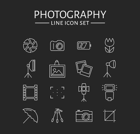 iconos de foto. Conjunto de 16 símbolos para un tema fotográfico. Colección de vector de elementos de contorno aisladas sobre fondo negro.