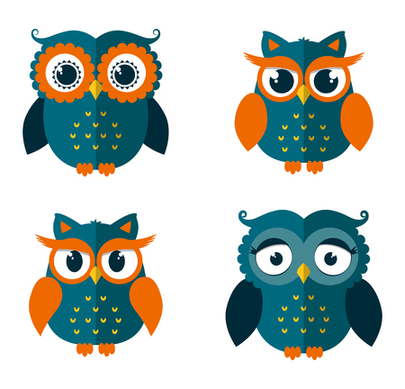 Conjunto de cuatro búhos aislados sobre fondo blanco. iconos planos. Ilustración del vector.