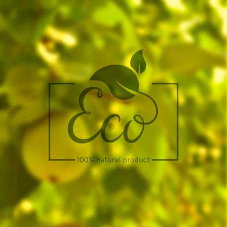 エコ製品です。緑の葉と手描きのレタリング テンプレートには、自然の背景がぼやけています。天然物の環境ラベルです。イラスト。