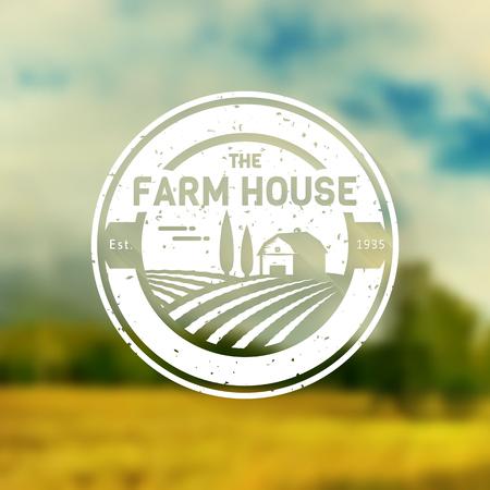 Bauernhaus-Konzept. Vintage Vorlage mit Bauernhof Landschaft auf unscharfen Hintergrund. Grunge-Label für natürliche landwirtschaftliche Produkte. Weiß in flachen Stil. Illustration. Vektorgrafik