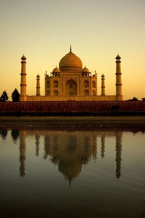 taj mahal during sunset photo