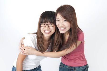 chicas divirtiendose: Foto de dos chicas asi�tica que se divierten con  Foto de archivo