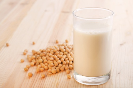 soya: Hecho en casa leche de soya fresca con la configuraci�n de las luces calientes