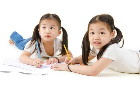 ni�os escribiendo: Dibujo de chica asi�tica Foto de archivo