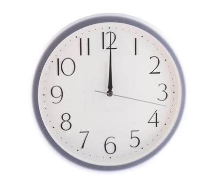 isolato orologio bianco a 12