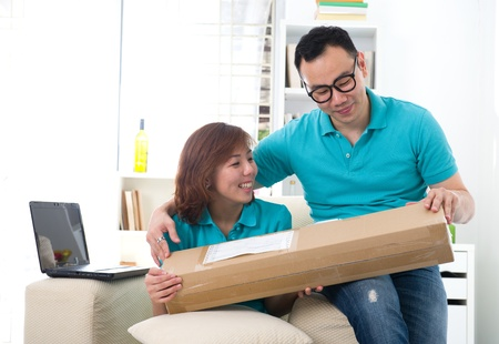 asian chinese couple receiving online shopping package Stock Photo - 16988014