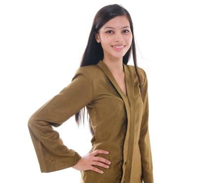 south east asian: femenino sur este asi�tico en traje kebaya, la etnia malay aislado en blanco