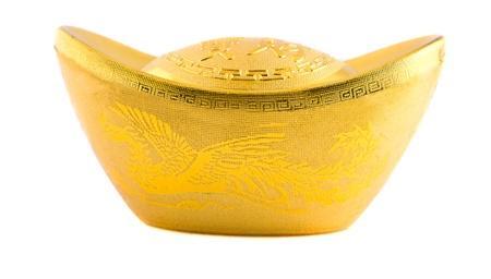 lingotes de oro: tradicional chino antiguo de lingotes de oro pepita aislado en blanco Foto de archivo