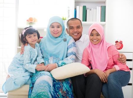 femmes muslim: malais indon�sien de la famille ayant un bon moment Banque d'images