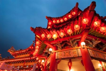 中国の新年の祭典の間にマレーシアのクアラルンプールで布告ホウ寺院   写真素材