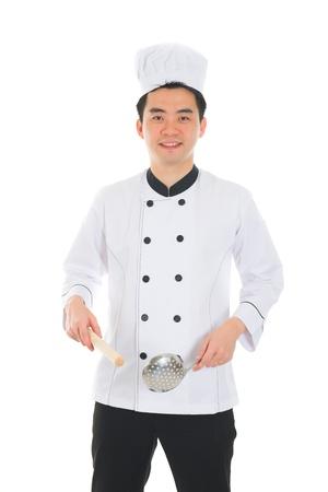 vegetable cook: asian chef maschio con sfondo bianco isolato