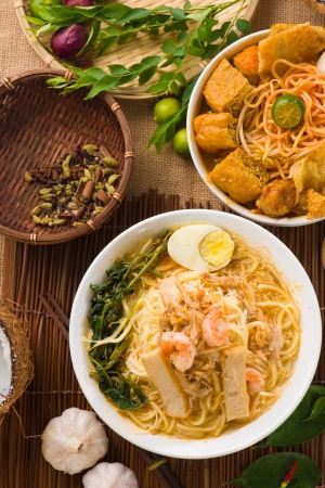 nasi lemak, un Malais p? plat de riz au curry traditionnel servi sur une feuille de bananier photo
