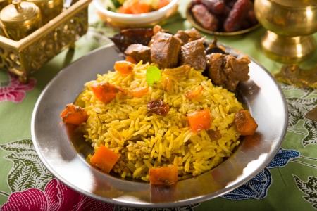 comida arabe: arab arroz, alimentos ramadan en Oriente Medio por lo general se sirve con tandoor cordero