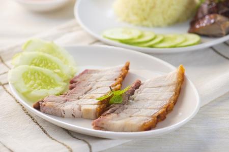 spanferkel: chinese Schweinebraten mit Soße Bauch