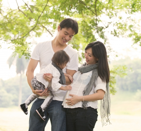 asian pregnant: asian pregnant mother and family