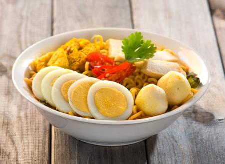 laksa: instant curry laksa noodle , singaporean style
