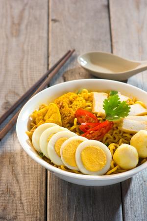 instant noodle: instant curry laksa noodle , singaporean style