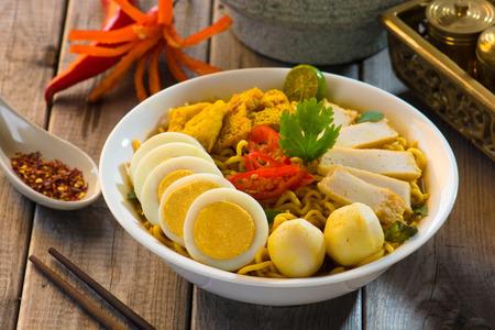 hoon: instant curry laksa noodle , singaporean style